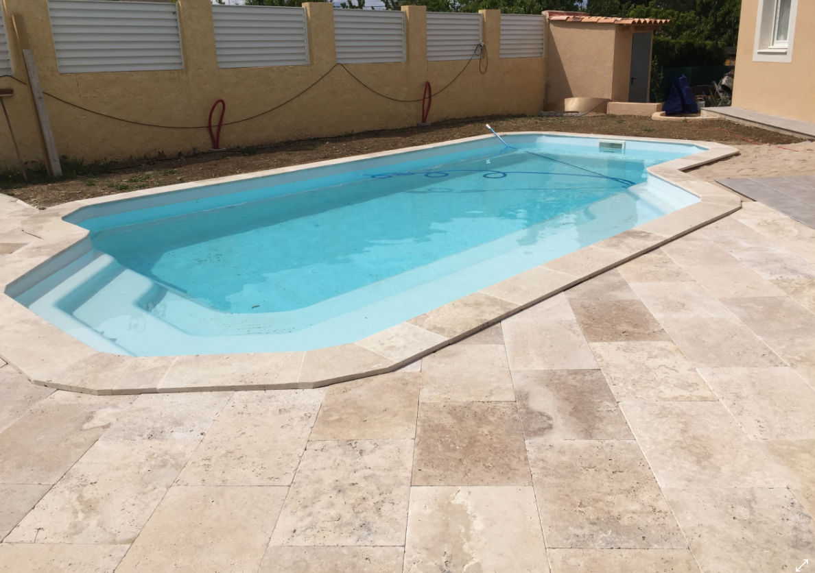 Piscine provence polyester groupe ga cr ateur de for Piscine provence polyester